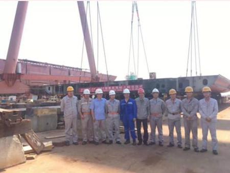 东南造船一艘1162TEU集装箱船上船台