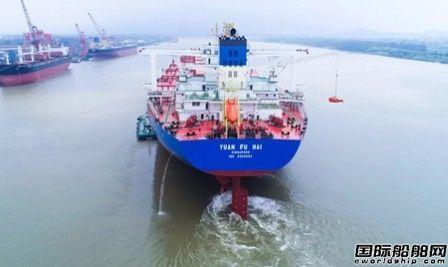 扬州中远海运重工又一艘40万吨矿砂船试航