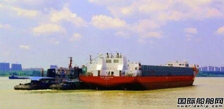 武船集团建造新13000吨甲板运输船1号船离厂