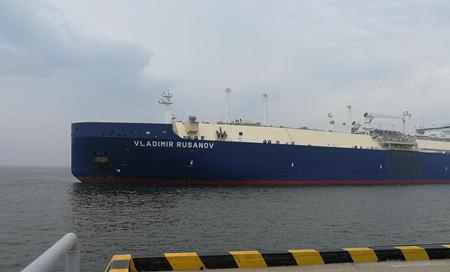 """首艘亚马尔项目破冰型LNG船""""VLADIMIR RUSANNOV""""轮离开天津港"""