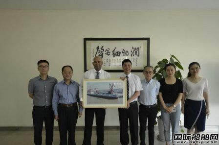韩通船舶重工一艘82000吨散货船签字交船