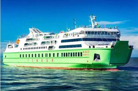 """琼州海峡万吨客滚新船""""双泰37""""轮成功首航"""