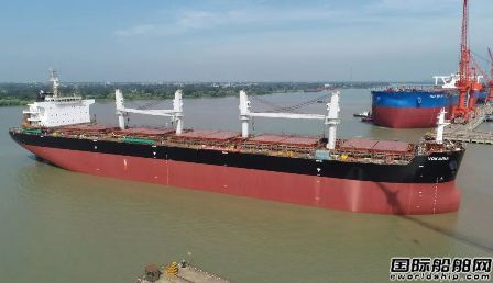 扬州中远海运重工同日实现两船出坞