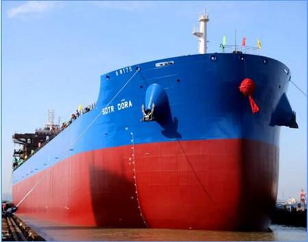 金陵船厂为中航租赁建造第二艘82000吨散货船出坞