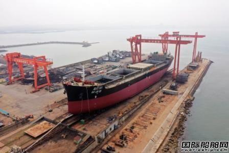 大船集团长兴造船首艘25800吨散货船下水
