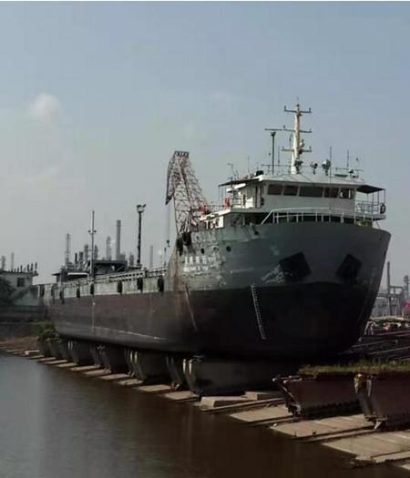 """青山船厂修理""""长航集运8303""""轮下水"""