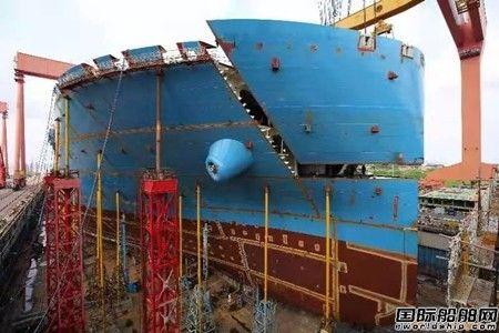 沪东中华首制双燃料22000箱船完成全船贯通