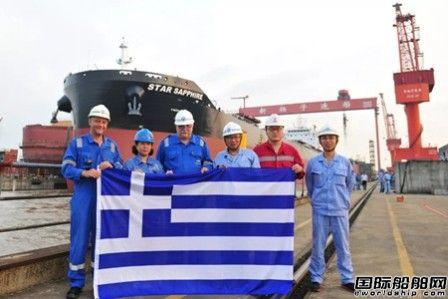新扬子造船82000吨散货船出坞完整性创新高