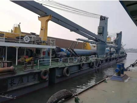 """青山船厂修理""""长雁一号""""铺排船按期交付"""
