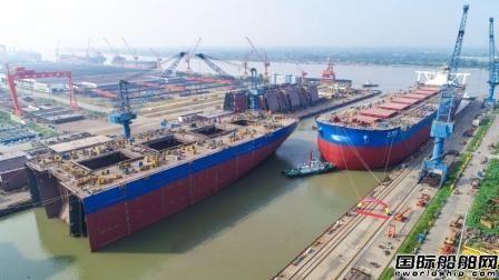 扬州中远海运重工第五艘40万吨矿砂船顺利下水