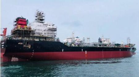 三进船业一艘11000吨油化船成功下水