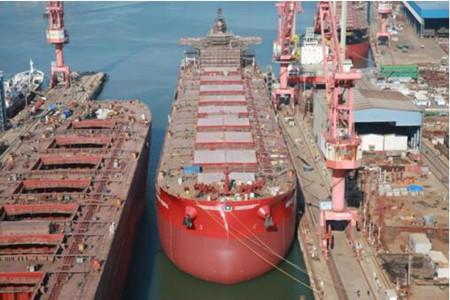 渤船重工210000吨散货船20号船提前下水