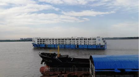 """青山船厂""""长航江宁""""轮交付离厂"""