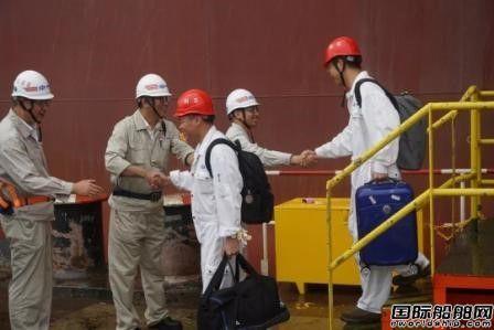 外高桥造船首艘带脱硫系统18万吨散货船试航凯旋