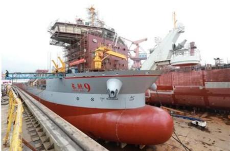 黄埔文冲建造国内首艘双速比推进自航耙吸挖泥船出坞