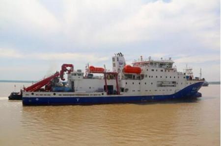 """武船建造国内首艘载人潜水器支持母船""""深海一号""""离厂"""