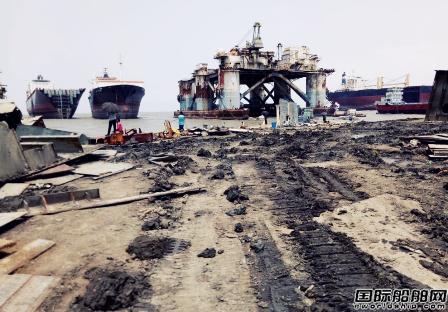 孟加拉国拆船厂发生事故致2死13伤