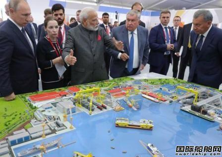 普京陪同印度总理莫迪到访红星造船厂重点介绍破冰船