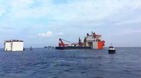"""""""振华33""""轮在阿尔及利亚顺利完成浮卸作业"""