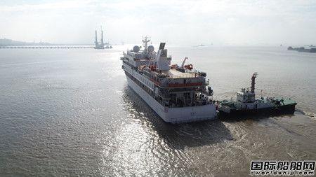 中国首制极地探险邮轮起航开赴首航地