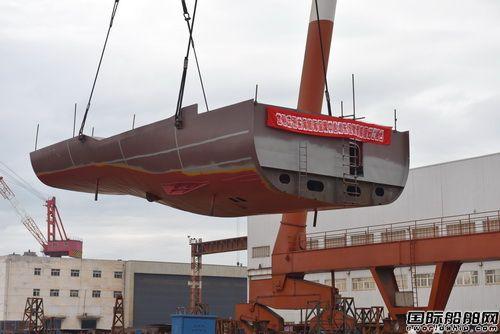 镇江船厂两艘海事测量船同日搭载