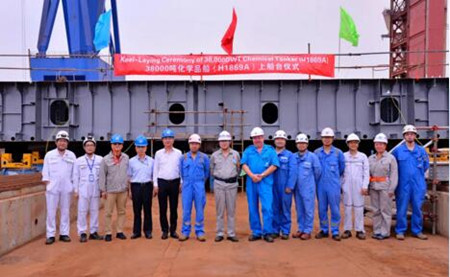 沪东中华新型38000吨双相不锈钢化学品2号船上船台