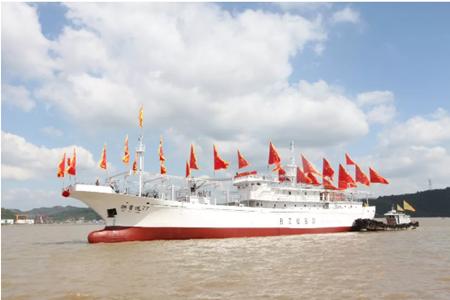 东红船业68m远洋鱿鱼钓船顺利下水