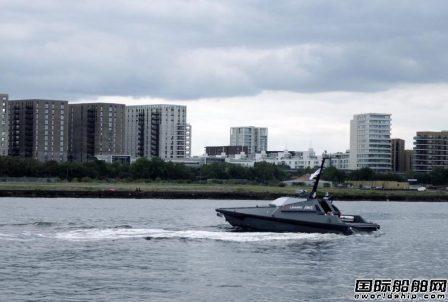 英国皇家海军展示新型无人驾驶快艇