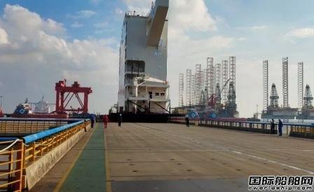外高桥海工交付 22000箱集装箱船首制上建