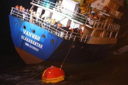"""VANWAH""轮舟山海域遇险15人全部获救"