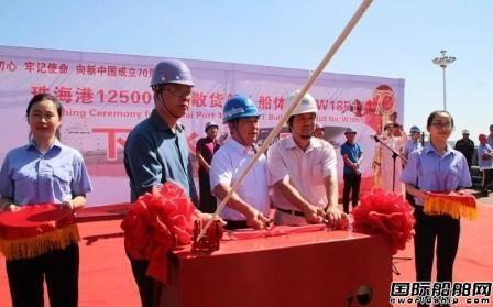 芜湖造船厂12500吨级首制船下水