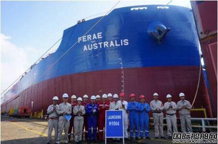 外高桥造船两艘18.7万吨散货船同日出坞