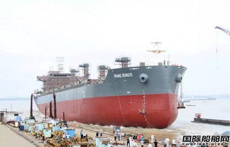口岸船舶一艘3.8万吨散货船顺利下水