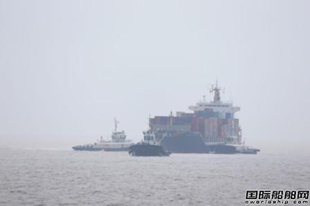 一艘外籍船温州海域舵杆故障抛锚维修