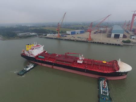 新韩通船舶重工一艘38000吨油化船试航归来