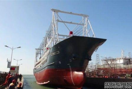 鑫邦船业两艘60.8米灯光罩网渔船顺利下水