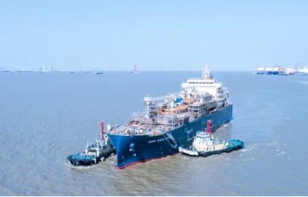 沪东中华18600立方米LNG加注船顺利出坞