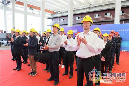 国内首艘京杭运河千吨级纯电动运输船下水