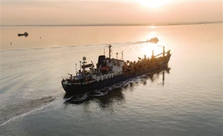 """中国首艘可艏吹作业耙吸式挖泥船""""津航浚109""""轮正式退役"""
