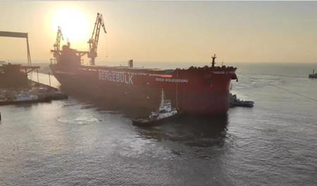 渤船重工一艘210000吨散货船提前下水