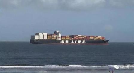 一艘大型集装箱船在美东发生搁浅