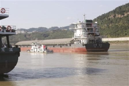长江上游首艘万吨级船舶首航