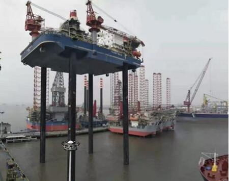 招商工业半潜起重生活平台2号船顺利完成全程升降