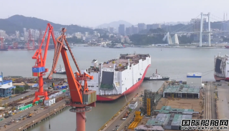 厦船重工第二艘7500车LNG汽车滚装船顺利出坞