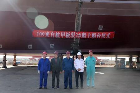 渤船重工109米自航甲板驳按期实现上船台节点