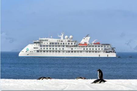 """中国首制极地探险邮轮首航通过南极""""大考"""""""
