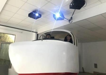 702所自主研制成功地效翼船驾控模拟实训平台