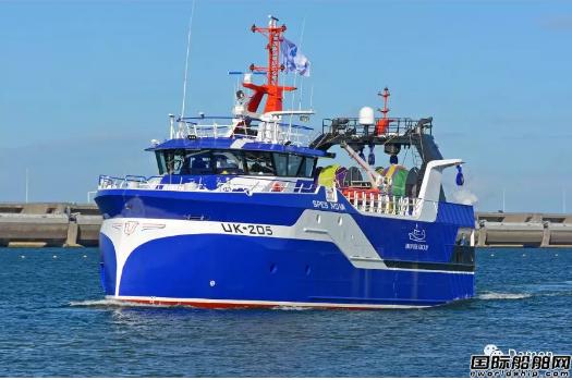 达门Maaskant船厂为新型拖网渔船举行命名仪式