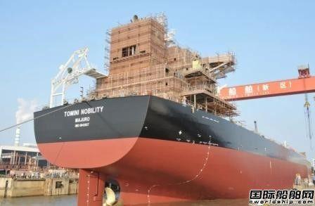 口岸船舶一艘81400吨散货船顺利出坞