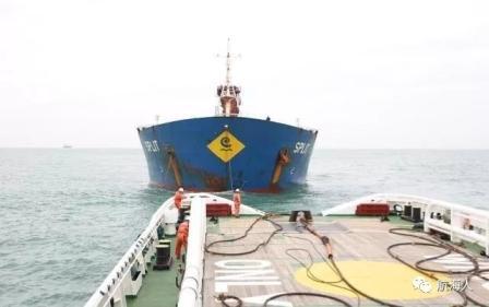 长江口水域一艘货船发生故障遇险17名船员获救